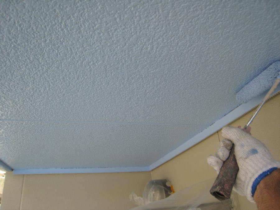 軒天井の中塗り・上塗り