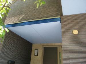 玄関の軒天の塗装例