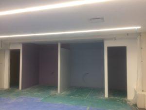 オフィス内の壁塗装(白色)