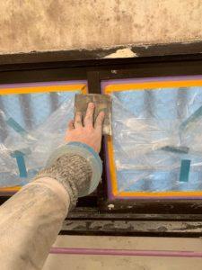 窓枠のケレン施工