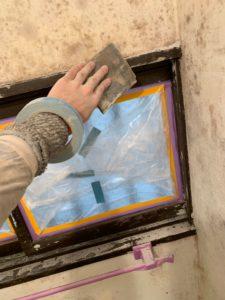 浴室の窓のサン塗装