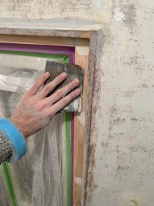 ドアの枠の木部塗装