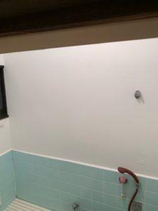 浴室の壁の塗装後