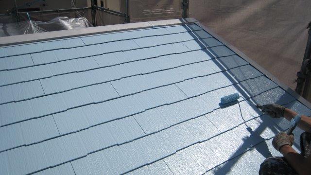 屋根塗料の中塗り